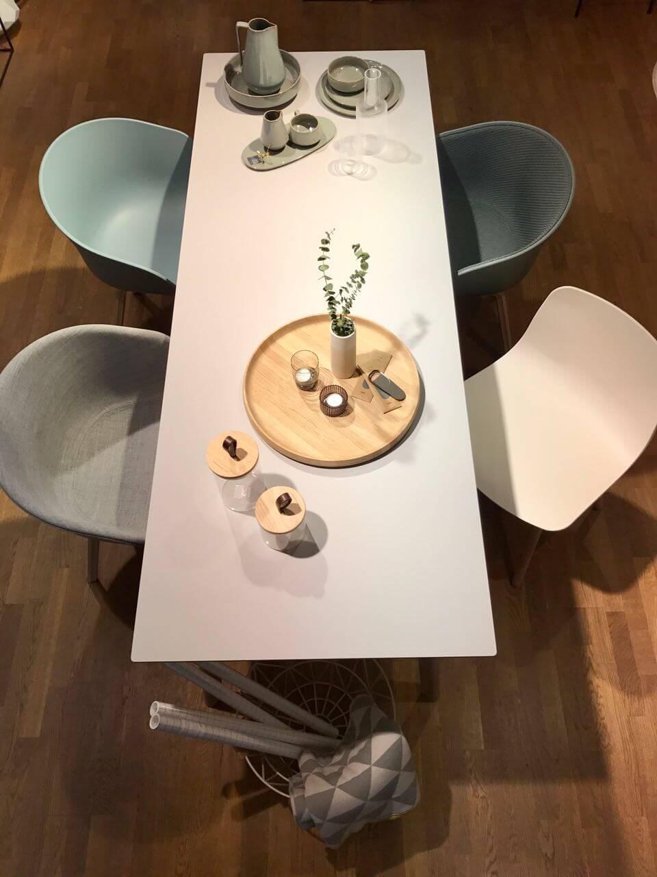1 Tisch und stühle